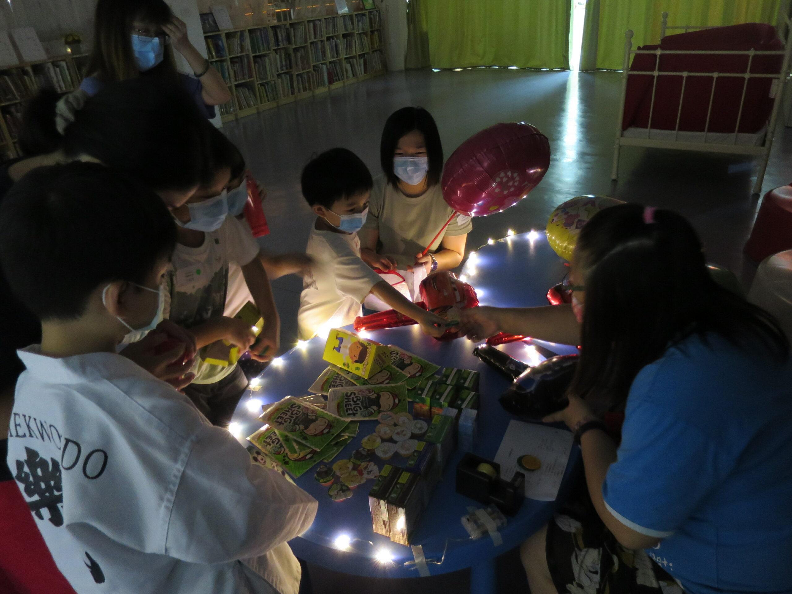 夜遊童話市集 從小學習金錢的意義